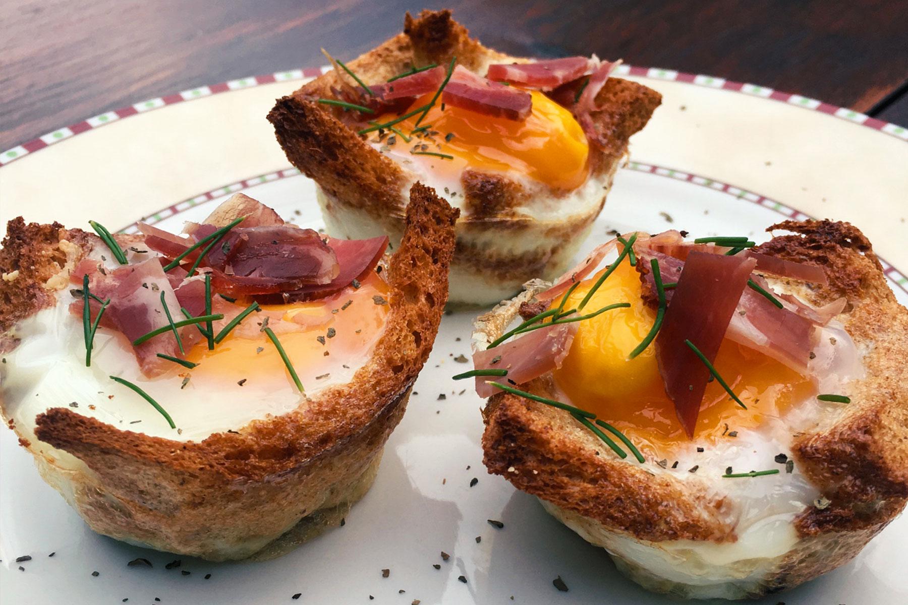 Jajcka v kruhovih skledicah