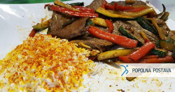 Sočna govedina s kurkuminim rižem in zelenjavo