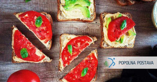 Sveži sendvič s humusom