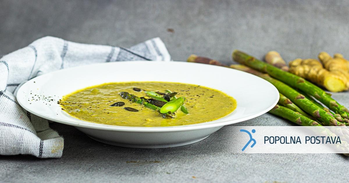 Sezonska špargljeva juha z ingverjem