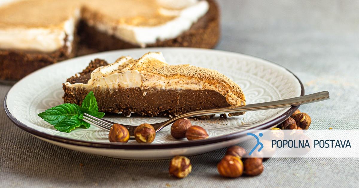 Lešnikova torta s kokosovo kremo